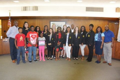 Local law enforcement thanked for their service by Douglas Mayor's Youth Council